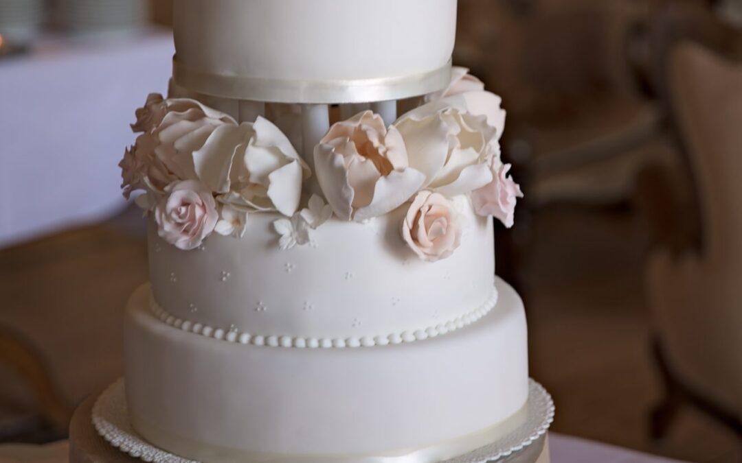 Bryllupskagen findes i så mange smukke varianter…